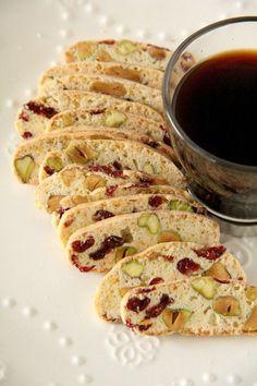 Biscotti Rezept, Easy Biscotti Recipe, Pistachio Biscotti, Biscotti Cookies, Pistachio Recipes, Almond Cookies, Chocolate Cookies, Desserts Sains, Köstliche Desserts