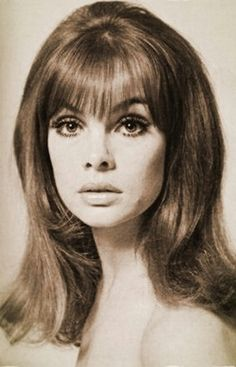 Jean Shrimpton (Scan thanks to Jane Davis) 50s Hairstyles, Vintage Hairstyles, Haircuts, Vintage Makeup, Vintage Beauty, 60s Bangs, 1960s Hair, Jean Shrimpton, New Wave