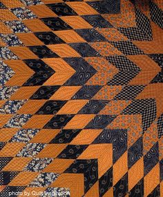 detail, Texas Gold by Vickie Owen.  Lone Star quilt, 2013 Houston IQF, photo by Quilt Inspiration.
