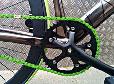 Biela Mighty Negro: http://www.fixicletas.com/comprar-bielas-fixie/30203-set-biela-mighty-165mm-46d.html Cadena YBN Verde: http://www.fixicletas.com/comprar-cadenas-fixie/30168-cadena-ybn-s512h-varios-colores.html