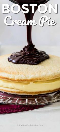 Boston Cream Pie - Spend With Pennies - Dessert Recipes Baking Recipes, Cake Recipes, Dessert Recipes, Dishes Recipes, Delicious Desserts, Yummy Food, Boston Cream Pie, Cream Pie Recipes, Dessert Bars