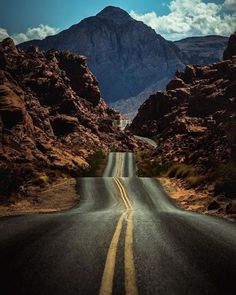 Road to Nowhere - Valley of Fire - Nevada - photo by @mrbrandonpetersen