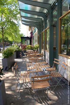 Parisian Store, Restaurant Paris, Outdoor Furniture Sets, Outdoor Decor, Best Places To Eat, Paris Travel, Canopy, Coffee Shop, Cafe Bar