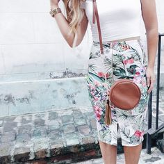 Love this pretty print skirt!   (via @laurenraemarie)