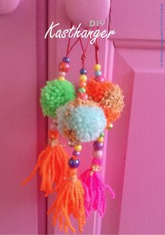 Pom pom decorations (in german I think but with great images) Pom Pom Crafts, Yarn Crafts, Bead Crafts, Diy And Crafts, Arts And Crafts, Diy For Kids, Crafts For Kids, Craft Projects, Projects To Try