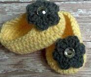 Crochet Flower Slippers...Christmas gift for Cambrie?