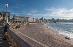 La playa de Riazor, uno de los rincones en los que los coruñeses disfrutan del mar | C.Jordá