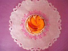 sama złodycz: Kruche tartelki z kremem waniliowym i brzoskwiniami