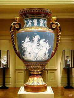 El florero de Hércules.  Sevres.  c.1878.  Hércules y los caballos de Diomedes.  pegar decoraciones de porcelana aplicación, de bronce patinado y dorado.  Musée d'Orsay.  París.  http://hadrian6.tumblr.com