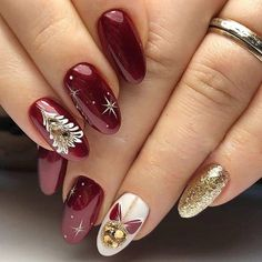 Make an original manicure for Valentine's Day - My Nails Christmas Gel Nails, Xmas Nail Art, Christmas Nail Art Designs, Holiday Nail Art, Winter Nail Designs, Holiday Acrylic Nails, Jolie Nail Art, Nagellack Design, Feather Nails