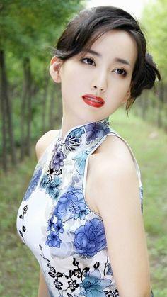 愼 ☼ ριητεrεsτ policies respected. Pretty Asian, Beautiful Asian Women, China Girl, Cute Asian Girls, Asian Ladies, Asian Fashion, Asian Woman, Beauty Women, Asian Beauty