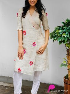 Simple Kurti Designs, Kurta Designs Women, Salwar Designs, Blouse Designs, New Kurti Designs, Kurtha Designs, Kurti Sleeves Design, Sleeves Designs For Dresses, Kurta Neck Design