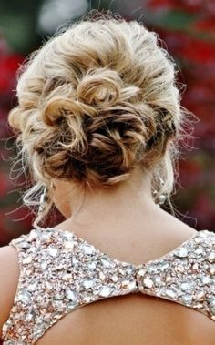 Beautiful Updo Hairstyle for Cool Look