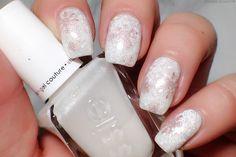 Gel look nail art. Snowflake na Holiday Nail Art, Winter Nail Art, Winter Nail Designs, Short Nail Designs, Christmas Nail Art, Cool Nail Designs, Winter Nails, Gold Nail Art, Rose Gold Nails
