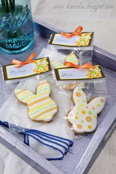 Haniela's - Easter bunny cookies tutorial - striped and dots.  Plus helpful info on packaging.