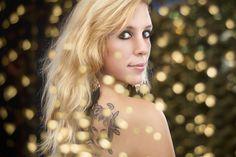 Portraitfotografie mit Lichtspiegelungen Portrait Photography, Fashion, Moda, Fashion Styles, Portraits, Headshot Photography, Fashion Illustrations, Fashion Models
