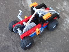 This is could be the world's only hybrid wind-up car. (It is pow. Lego Wedo, Lego Duplo, Lego Design, Lego Technic, Lego Projects, Projects For Kids, Lego Therapy, 4x4, Lego Tree
