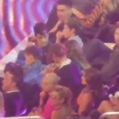 {GIF} Lou and El kissing. This is too cute!