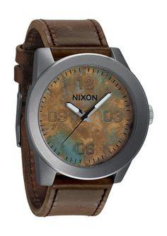 No uso reloj, pero bien podrían regalarme este nixon. Otro para la colección que no uso.