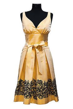 Vintage clothing from different eras can periodically experience a surge in popularity. Many people buy vintage clothing simply to collect, while others buy it to wear. When selling vintage clothing online,...