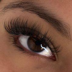 Learn How To Take Care Of Your Skin Properly - Lillian Beauty Store Cat Eye Contacts, Cat Eye Eyeliner, Smokey Cat Eye, Cat Eyes, Smoky Eye, Natural Fake Eyelashes, Natural Eye Makeup, Bella Hadid, Cat Eye Tattoos