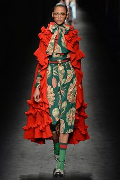Catwalk photos and all the looks from Gucci Autumn/Winter Ready-To-Wear Milan Fashion Week Fashion Milan, Fashion Week, Runway Fashion, Fashion Art, High Fashion, Fashion Show, Gucci Fashion, Style Fashion, Fashion Tips