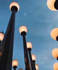 """Páči sa mi to: 28, komentáre: 2 – Martin Bugár (@martinnbugar) na Instagrame: """"Today's trip📍#2017 #city #lamps #lights #goodmood"""""""