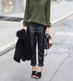 30 Outfits Make You Want a Pair of Leather Pants This Fall 30 Outfits, Mode Outfits, Winter Outfits, Fashion Outfits, Looks Street Style, Looks Style, Style Me, Green Style, Style Blog