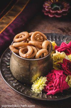 Maida Ring Murukku / Maida Chegodilu / Spicy & Crunchy Maida Rings - Diwali Savory Recipes