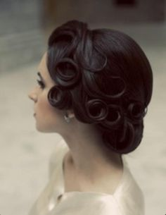 Vintage hair... perhaps maid of honor hair for Aug.