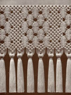 Main qimg c center diamond macrame pattern how to make 6 common macrame knots and patterns Macrame Curtain, Macrame Plant Hangers, Macrame Bag, Macrame Knots, Macrame Jewelry, Micro Macramé, Macrame Design, Macrame Projects, Macrame Patterns