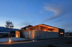 池田の家 | 株式会社SYNC One Story Homes, Japanese Architecture, Japanese House, Story House, Floor Space, Modern Buildings, Ideal Home, Entrance, Villa