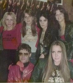 Photo of The Runaways for fans of The Runaways 20075313 Rock And Roll Bands, Rock N Roll Music, Rock Bands, Rock Roll, Pop Punk, Sandy West, Cherie Currie, Lita Ford, Rocker Girl