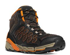 Ultra light and completely breathable, this unique hiker will navigate the elements on the trail and can move from wet to dry in minutes. The minimally structured upper provides a light and comfortable fit, while our patented EXO technology brings stability and protection. Drainage channels and flex points throughout the platform encourage maximum airflow. The Cascade Range outsole is specially developed for traction on wet surfaces and the upper is treated to resist water, keeping feet ...