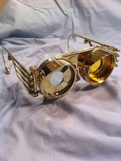 Steampunk Goggles with Iris Cover and Interchangeable Lenses Steampunk Gadgets, Steampunk Goggles, Steampunk Sunglasses, Steampunk Costume, Steampunk Clothing, Steampunk Fashion, C3po Costume, Steam Punk Diy, Diesel Punk