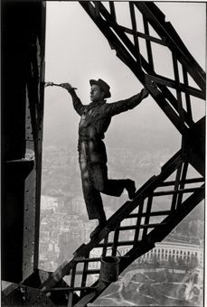 Bid now on Peintre de la Tour Eiffel by Marc Riboud. View a wide Variety of artworks by Marc Riboud, now available for sale on artnet Auctions. Marc Riboud, Henri Cartier Bresson, Magnum Photos, Candid Photography, Street Photography, Leica Photography, Photography Office, Classic Photography, Minimalist Photography
