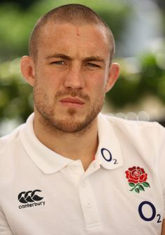 Mike Brown Photos Photos - Mike Brown, the England fullback, faces the media during the England media session held at Brown's Sport Complex on November 1, 2016 in Vilamoura, Portugal. - England Media Access