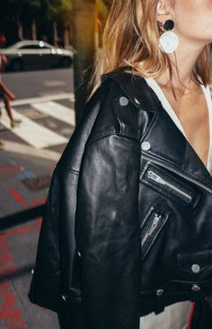 Carmen Hamilton wears leather jacket from The Arrivals NYC and earrings from Lucilla Grey. Street style in Sydney from CHRONICLES OF HER. Love Fashion, Winter Fashion, Fashion Outfits, Womens Fashion, Daily Fashion, Look Rock, Carmen Hamilton, Blazers, Vogue