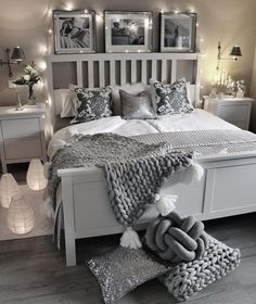 In diesem traumhaften Schlafzimmer in Grau und Silber sind lux… Glamorous Dreams! In this dreamlike bedroom in gray and silver are lux … Grey Room, Gray Bedroom, Home Decor Bedroom, Lux Bedroom, Silver Bedroom Decor, Grey Bedroom Design, Trendy Bedroom, Bedroom Sets, Gray Room Decor