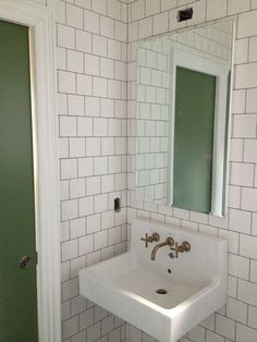 Square tiles with dark grout, staggered layout