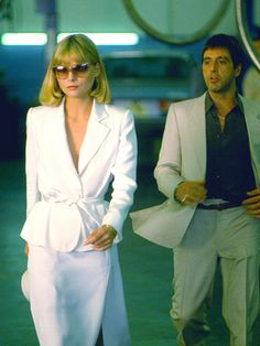 Elvira and Tony Montana . Al Pacino and Michelle Pfeiffer. Elvira Hancock, Scarface Movie, Donnie Brasco, Cargo Jacket Mens, Bomber Jacket, Leather Jacket, Film Aesthetic, The Godfather, Movies And Tv Shows