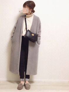 Soft Gamine, White Cardigan, Get Dressed, Autumn Winter Fashion, Short Hair Styles, Normcore, Urban, Poses, Shirt Dress