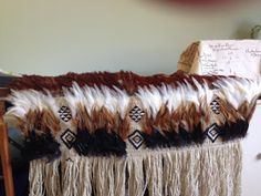 February and Paula's cloak Types Of Feathers, Black Feathers, Peacock Feathers, Flax Weaving, Weaving Art, Maori Patterns, Maori Designs, Bright Rooms, Maori Art