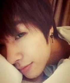 Boyfriend's Jeongmin updates fans with a goodnight selca