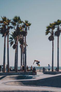 Venice Beach Skate Park in California. USA Venice Beach California, California Travel, Website Design, Web Design, Park Pictures, Park Photos, Beach Aesthetic, Summer Aesthetic, Beach Images