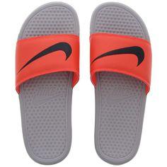 60d76c26ed8 18 adoráveis imagens de Chinelos Nike