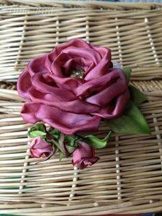 Роза - брошь из ленты. Фото-МК. Tutorial. rose ribbons