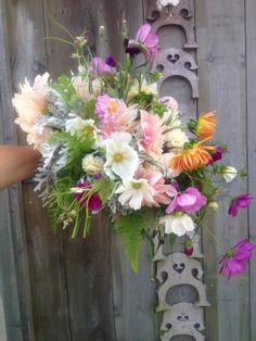 Cosmos and summer bouquet www.amandataffinder.com