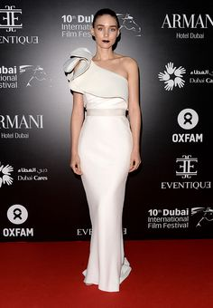 Rooney Mara & Naomie Harris: Oxfam Gala in Dubai!: Photo Rooney Mara and Naomie Harris both look stunning while hitting the red carpet for the Oxfam Charity Gala held during the 2013 Dubai International Film Festival on… Celebrity Dresses, Celebrity Style, Rooney Mara, Ladylike Style, Red Carpet Gowns, Costume, Red Carpet Fashion, Beautiful Gowns, Star Fashion