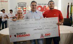 Prefeito entrega mais de R$ 1,1 milhão em créditos do Banco Cidadão e beneficia 219 empreendedores